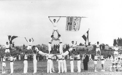 historie_1953_gvo_birgden_pyramide